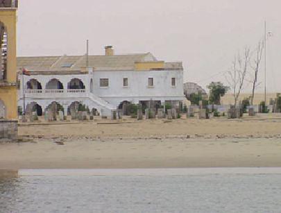 Os portugueses que habitavam a Ilha dos Tigres abandonaram a mesma em 1975