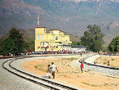 A reabilitação do Caminho-de-Ferro de Moçâmedes e a construção de novas estações de comboio vêm dar outra vida às comunidades