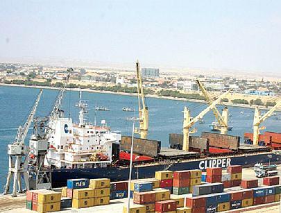 Este é o terceiro maior porto de Angola e tem sido aproveitado até mesmo por empresários de Luanda como alternativa para o desalfandegamento de diversas mercadorias
