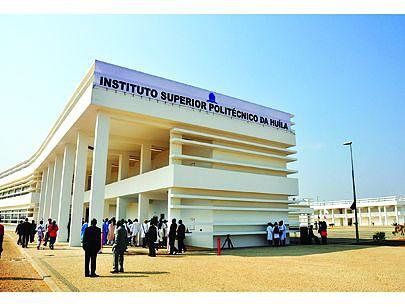 Fachada do Instituto que abre o seu primeiro ano académico desde a sua inauguração