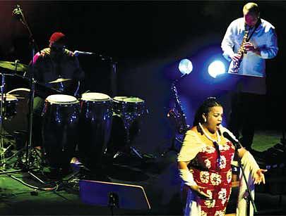 Té Macedo diz que a música popular é a evolução natural da música folclórica marcada pela simplicidade e letras de consciência social