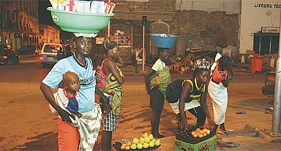 Mulheres abandonam as zonas rurais para praticarem pequenos negócios nas cidades