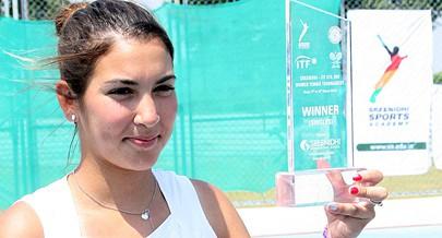 Tenista Bárbara Lara Luz tem raízes em Benguela e sonha participar num torneio internacional em Angola a terra do seu pai