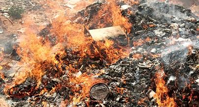 Foram queimados medicamentos e bens alimentares no aterro sanitário do Lubando