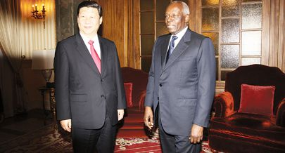 O actual Chefe de Estado da China Xi Jimping durante um encontro em Luanda com o Presidente José Eduardo dos Santos