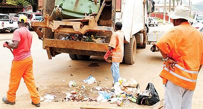 Empresa Recolix empenhada na recolha dos resídios sólidos na cidade de Ndalatando