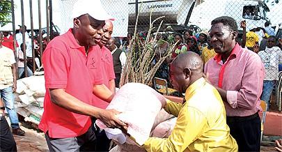 Governador está confiante no futuro da produção agrícola da província e apoia camponeses com instrumentos agrícolas e sementes