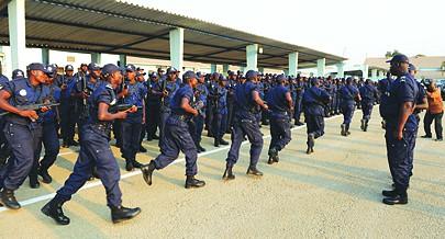 Os agentes estão sujeito a uma preparação contínua diariamente dentro da unidade