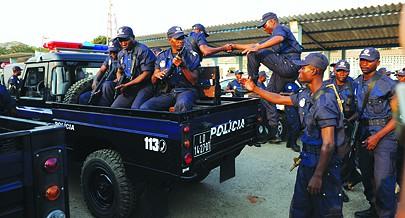 Os efectivos  da Unidade Especial Anti-Crime realizam o seu trabalho  no apoio às forças da Odem Pública e de Investigação Criminal