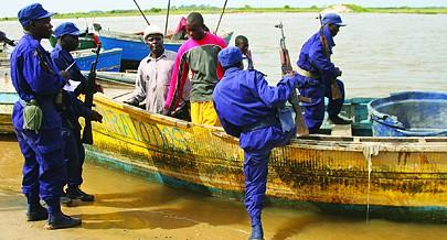 Imigrantes ilegais têm sido detidos na costa angolana em embarcações precárias provenientes sobretudo do Congo Democrático
