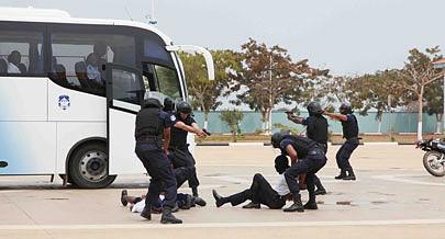 Efectivos da Polícia Nacional realizam treinos constantes para garantir a segurança no evento
