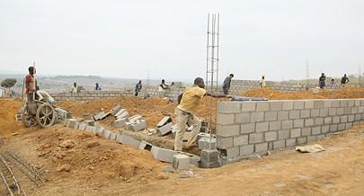 Sector da construção civil além do turismo é uma das apostas dos empresários locais que esperam mais ajudas financeiras do Executivo