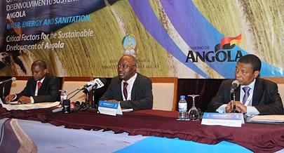 Secretário de Estado do Planeamento ladeado pelos responsáveis das Águas e da Energia na abertura da Conferência Internacional que abordou temas com o ambiente e tecnologias