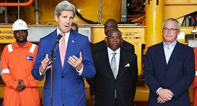 John Kerry à sua chegada a Luanda agradeceu ao Presidente da República pelos esforços feitos a favor da paz em África