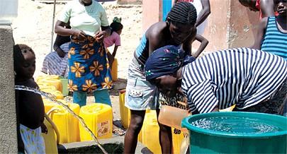 Os milhares de metros cúbicos de água bombeados por dia vão beneficiar principalmente as pessoas que vivem na periferia de Luanda