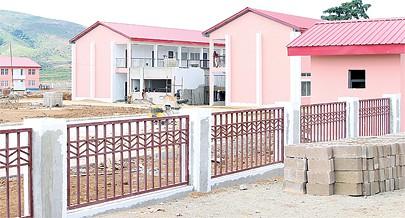 Várias escolas têm estado a ser construída na cidade de Mbanza Congo e a Igreja Católica quer contribuir para o melhoramento do processo de ensino e aprendizagem com professores qualificados