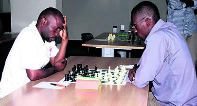Praticantes da modalidade do desporto ciência disputam um torneio nacional numa das escolas da província de Luanda