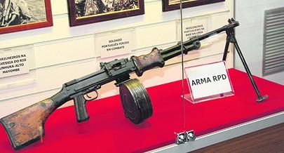 Todo o armamento disponível era utilizado