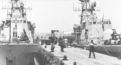 """Os barcos usados na """"Operação Kersilg"""" para transporte e recolhas das forças especiais sul-africanas que realizaram o acto de sabotagem contra a refinaria de Luanda em 1981"""