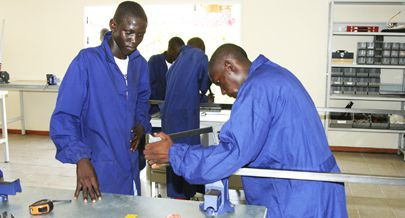 Jovens do município recorrem à formação profissional para garantir o sustento familiar