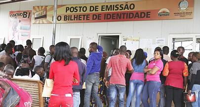 Dezenas de jovens conseguiram o primeiro emprego nos Serviços Municipais de Segurança Social do Luau inaugurado recentemente