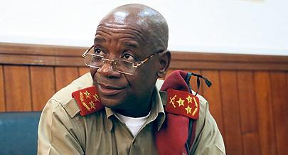 General Kamorteiro lembrou que o Presidente da República desejava conversações sérias e profundas somente entre os angolanos