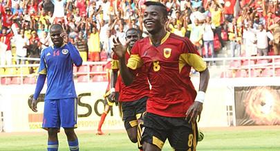 Gelson marcou os dois golos de Angola