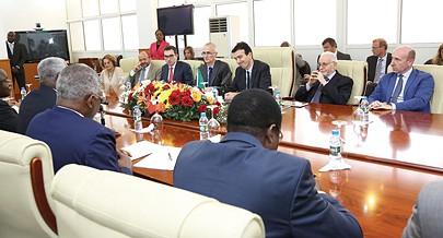 Momento das conversações ontem mantidas com a delegação chefiada por Maurizio Martina