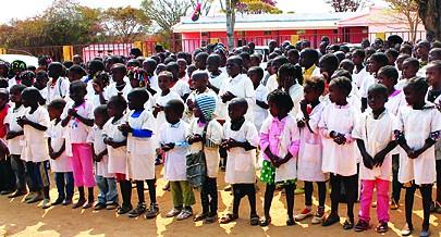 Centenas de crianças em idade escolar do Quipungo vão frequentar  aulas em salas condignas