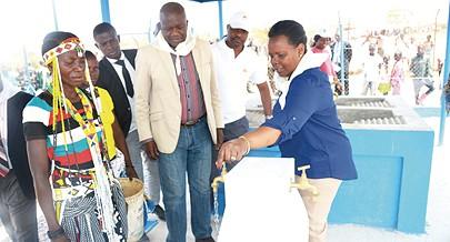 Sistema de abastecimento de água instalado em Mitchole evita longas caminhadas