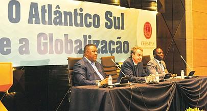 Antigo presidente do Governo espanhol deu uma conferência na Universidade Agostinho Neto