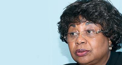 Ministra da Indústria  defende divulgação do sector que considera que já é forte e de tecnologia desenvolvida no país