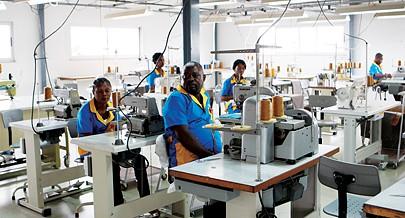 Com esta diversificação Angola pode  continuar a manter o crescimento económico que tem  vindo a registar há alguns anos e  muito acima dos valores médios mundiais na transformação de diferentes recursos naturais abundantes