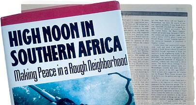 """Livro  """"High Noon in Southern Africa"""" de Chester Crocker mostra como foram as  negociações"""