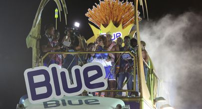 Carro alegórico onde a artista passeou charme e talento no Carnaval de Luanda