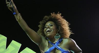 Ary cantou e encantou as milhares de pessoas presentes na Nova Marginal
