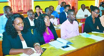 Os serviços e órgãos de gestão dos recursos humanos das instituições devem preparar os processos individuais dos funcionários