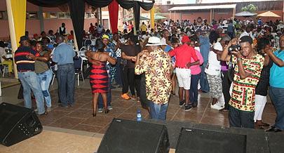 Amantes da boa música angolana cantaram e dançaram ao som de Lina Alexandre e Eddy Tussa