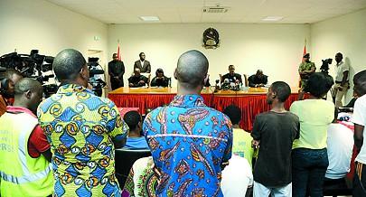 """Momento em que o juíz do Tribunal Provincial de Luanda proferia a sentença do julgamento dos réus do """"Movimento Revolucionário"""""""