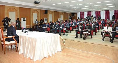 A reunião do Conselho de Ministros decorreu no interior do complexo construído para assinalar os acordos de paz rubricados no Luena