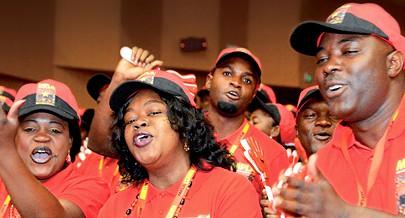 Delegados ao Congresso do maior partido deAngola manifestam apoio incondicional ao presidente José Eduardo dos Santos