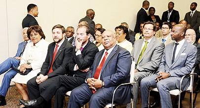Governador provincial de Luanda Higino Carneiro e ministra da Cultura Carolina Cerqueira participaram na homenagem