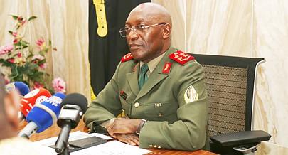 Nestes 25 anos as Forças Armadas Angolanas têm uma capacidade de formação de novos militares num ciclo normal de cerca de seis mil homens
