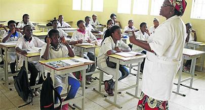Na escola os jovens residentes são aconselhados a estudar para garantirem o futuro e abster-se da prática de crimes