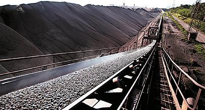 Ministério da Geologia e Minas considera reabilitação do porto mineiro do Namibe crucial para as exportações