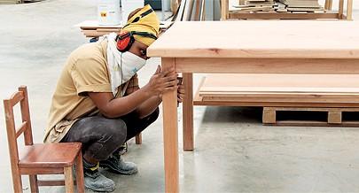 Graças ao empenho e ao bom ambiente de trabalho muitos jovens passaram a ser verdadeiros mestres de carpintaria