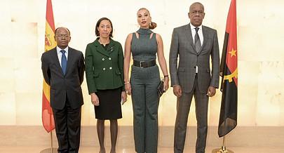Victor Lima (à direita) e alguns dos responsavéis da nossa representação diplomática