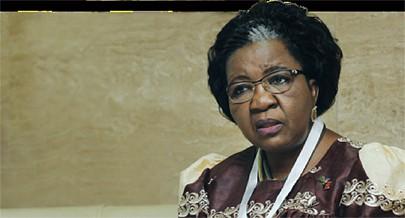 Ministra namibiana do Urbanismo e Desenvolvimento Rural Sophia Shaningwa critica aqueles que no sector procuram lucros injustificados