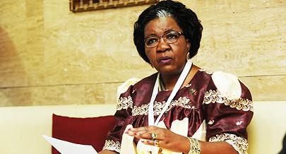 Ministra Sophia Shaningwa  diz que é preciso levar infra-estruturas ao campo  para fixar os jovens e travar o êxodo rural