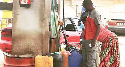 A maioria do combustível apreendido é adquirido nas bombas da Pumangol e  Sonangol